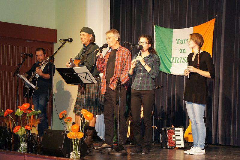 Irska glasba napolnila Kulturni dom v Radomljah
